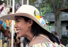 Simpatía. Sympathy (marisabosqued) Tags: retrato portrait mujer woman calle callejeo street zaragoza emociones emotions snapseed