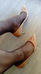 DSC_0520 (grandmacaon) Tags: highheels hautstalons toescleavage talonsaiguille lowcut lowcutshoes sexyheels stilettos