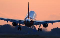 iberia (vic_206) Tags: bcn lebl iberia airbusa320214 sunset atardecer landing