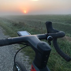 Good morning! #AlpecinCycling #BicyclingNL #MyCanyon #ZippWheels #cycling #awesome #sunrise