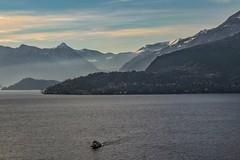 💙 (valeriaconti136) Tags: lagodicomo montagne barca varenna paesaggilombardi paesaggioitaliano italianlake foschia canoneos80d