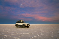 Salar de Uyuni (aivar.mikko) Tags: salardeuyuni car saltlake uyuni salt lake bolivia texture sunset moon salar southamerica landscape white red sky clouds bolivianlandscapes southamericanlandscapes bolivian south america american scenery scenic view