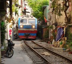 Breathe In (Hanoi North End) Tags: hànội hanoi việtnam vietnam đsvn dsvn train railway pentax pentaxlife pentaxk70 pentaxda50mmf18 1255000 1396