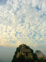 Leaving in Dreamland. By Day. (Eye of Brice Retailleau) Tags: angle beauty composition landscape nature outdoor paysage perspective scenery scenic view extérieur mountain mountains montagne wide cloud clouds cloudy cloudscape nuages backback backpacking travel traveling sky skyscape outside outdoors hiking hike house asia asie china chine mount hua huashan