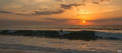 Surfer au coucher de soleil à Capbreton ( Landes) (Didier Gozzo) Tags: ngc outdoor coucherdesoleil sunset sky ciel canon eau water wawe vague océan sea mer capbreton landes surfer