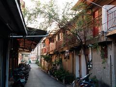 P1040003 (Mickey Huang) Tags: panasonic gx7 mk2 gx80 gx85 leica dg summilux 25mm f14 mft m43 taiwan chiayi city street snap shot 街拍 alley