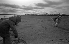 Scan-181014-0021 (Oleg Green (lost)) Tags: film 35mm astrum200 bw classic voigtlander sskopar 4025 hexarrf hyperfocal vyatka veresnikidc october kid doughter river autumn