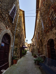 20180620-saturnia-00218_web (derFrankie) Tags: 2018 a anyvision b bestofbest c e f h hdr i italien l labels m n r s t v w alley arch building city estate exported facade history house infrastructure lane medievalarchitecture neighbourhood road ruins sky street town tree ultraselect village wall window montemerano toscana italy it