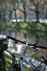 autumn light@Kö, Düsseldorf, Germany (Amselchen) Tags: light season autumn fall bike trees bokeh blur dof depthoffield city germany düsseldorf kö fujifilm fujifilmxt2 nikon nikkor ainikkor50mmf12