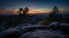 Blaue Stunde (Flip_Over) Tags: sächsischeschweiz saxony elbsandstein sunset sonnenuntergang blauestunde bluehour rocks felsen baum tree nature herbst fall
