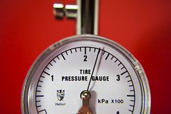 Measurement - [MacroMondays_20180924] (Arranion) Tags: macromondays measurement macro mondays tire pressure gauge kpa macromonday needle bar 2bar canon 5d2 hafner