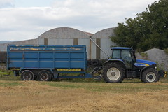 New Holland TM175 Tractor with a Thorpe Trailer (Shane Casey CK25) Tags: new holland tm175 tractor thorpe trailer blue nh cnh watergrasshill traktor traktori tracteur trekker trator ciągnik newholland grain harvest grain2018 grain18 harvest2018 harvest18 corn2018 corn crop tillage crops cereal cereals golden straw dust chaff county cork ireland irish farm farmer farming agri agriculture contractor field ground soil earth work working horse power horsepower hp pull pulling cut cutting knife blade blades machine machinery collect collecting nikon d7200