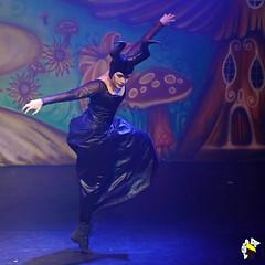 Ela Bailarina (Marcelo Seixas) Tags: mulher linda maravilha maravilhosa dancing gold beautiful lovely cady action dance art bravo best arte passo performace balance artistic woman star show apresentação boavista roraima espetáculo students palco perfect perfeito perfeição musculos muscles young jovem dança danze danza tanz tones tons surreal wow canon girl love people balletmoderno ballo balé bailariana bailarino ballerino balet baletka baletki baletky balletslippers ballerinas balett balerina ballerina ballet descalça descalza piedsnus piedinudi scalza barefoot decalza pieds pidi