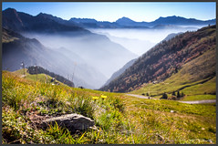 über dem Morgennebel (Schnitzel_bank) Tags: passosanmarco lombardia italien italy italia landscapephotography berge mountains alpen alps backlight canon eos eos60d nature sfumato