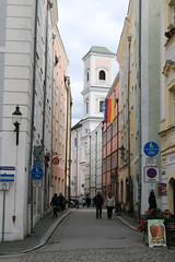 Passau: Schustergasse (Helgoland01) Tags: passau niederbayern bayern deutschland germany dom church kirche