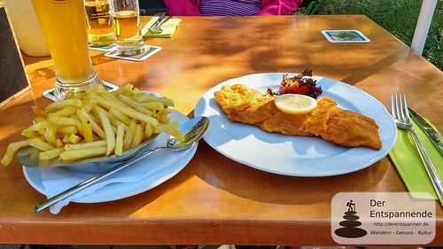 Schnitzel mit Pommes Frites im Haldenhof