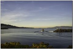 TEG05275 (tellytomtelly) Tags: bellinghambay squalicumharbor salishsea fishingboat boat fishing washington harbor fairhaven wave sunrise olympicmountains winterhawk