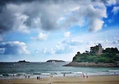 Dinard (G.Billon) Tags: seascape iphoneography cameraphone iphone îleetvilaine côtedémeraude beach groupenuagesetciel nuages clouds dinard breizh bretagne bzh gbillon