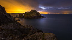 Première lueur du jour au fort de Bertheaume (clos du pontic) Tags: lever de soleil sunrise rocher nuages filé iroise bertheaume fort couleur finistère bretagne falaise