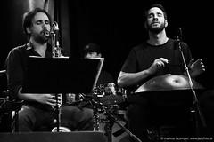 Christoph Pepe Auer: clarinet, sax, melodica / Manu Delago: hang, percussion, melodica (jazzfoto.at) Tags: sonyalpha sonyalpha77ii alpha77ii sonya77m2 sw bw schwarzweiss blackandwhite blackwhite noirblanc bianconero biancoenero blancoynegro zwartwit pretoebranco jazzit2018 greatjazzvenue greatjazzvenue2018 downbeatgreatjazzvenue salzburg salisburgo salzbourg salzburgo austria autriche jazzsalzburg jazzitmusikclubsalzburg jazzitmusikclub jazzclubsalzburg jazzkellersalzburg jazzclub jazzkeller wwwjazzfotoat jazzfoto jazzfotos jazzphotos markuslackinger jazzlive livejazz konzertfoto concertphoto liveinconcert blitzlos ohneblitz noflash withoutflash concert konzert concerto