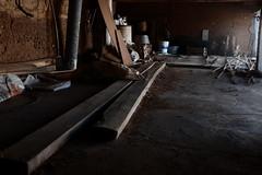 Atelier (dcasadovaldes) Tags: old abandoned light fuji fujifilm lines oldworkshop atelier dark deep ddp