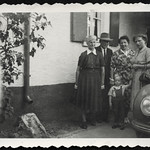 Archiv R558 Familie in Sommerkleidung, 1955 thumbnail