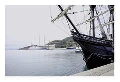 Nao Victoria y Sailing Yacht A, El pasado y el presente (jrusca) Tags: nao victoria naovictoria vueltaalmundo1519 cartagena spain puerto barcos barcohistórico navio salingyachta