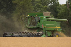 John Deere T670 Hill Master Combine Harvester cutting Spring Barley (Shane Casey CK25) Tags: john deere t670 hill master combine harvester cutting spring barley jd green ballyclough grain harvest grain2018 grain18 harvest2018 harvest18 corn2018 corn crop tillage crops cereal cereals golden straw dust chaff county cork ireland irish farm farmer farming agri agriculture contractor field ground soil earth work working horse power horsepower hp pull pulling cut knife blade blades machine machinery collect collecting mähdrescher cosechadora moissonneusebatteuse kombajny zbożowe kombajn maaidorser mietitrebbia nikon d7200