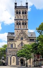 Neuss - Quirinus-Münster 2 (Arnim Schulz) Tags: kirche church iglesia église esglesia architektur achitecture arquitectura altstadt gebäude building kunst art arte deutschland germany alemania allemagne germania romanesque romanisch romanik romanico westwerk