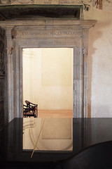 Riflesso su un piano (Vincenzo Elviretti) Tags: castello spoleto umbria regione terno perugia don matteo bud spencer terence hill piano pianoforte terni