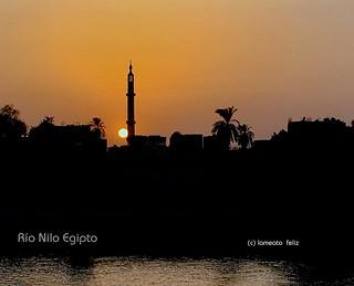 Río Nilo. Atardecer en el río. Egipto.