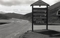 Glenshee, Cairngorms (AJH_1) Tags: kodak tmax 400 35mm olmypus om1 50mm september 2018 scotland monochrome bw blackandwhite highlands landscape