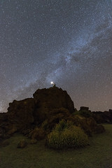 Mirando su camino. Looking at your path (Esgarmont) Tags: milkyway meditation vl star rocks desert nightly nightscape