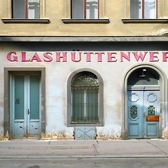 #glass #hutten #Vienna #Wien #Austria #Osterreich #historical #foundtype #street #type #streettype #streettypography #typespotting #letterspotting #typography #letters #lettering #design #graphicdesign #dailytype #inspiration #sign #signage (Type Atlas) Tags: