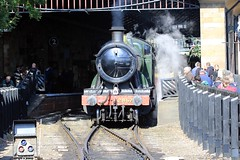 J78A2846 (M0JRA) Tags: pickering trains station people old steam railways rails platforms shops