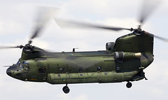 Chinook (Bernie Condon) Tags: boeing ch47 chinook helicopter heavy airlift transport cargo assault rnlaf military royalnetherlandsairforce support riat airtattoo tattoo ffd fairford raffairford airfield aircraft plane flying aviation display airshow uk