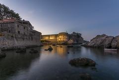 Dubrovniks Mauer (rahe.johannes) Tags: dubrovnik stadt altstadt hafen kroatien spiegelung morgens blauestunde sonnenaufgang