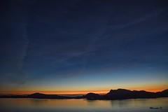 Non è il Sole di Mezzanotte.. (Davide'70) Tags: norvegia fiordo costa mare navigazione mezzanottenordica tramonto colori atmosfera silenzio natura fascino contemplazione