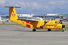 Canadian Air Force DeHavilland CC-115 Buffalo 115452 YVR 03-09-18 (Axel J. ✈ Aviation Photography) Tags: canadianairforce dehavilland cc115 buffalo 115452 yvr vancouverinternationalairport luftfahrt fluggesellschaft flughafen flugplatz aircraft aeroplane aviation airline airport airfield 飞机 vliegtuig 飛機 飛行機 비행기 авиация самолет תְעוּפָה hàngkhông avion luchtvaart luchthaven avião aeropuerto aviación aviação aviones jet linienflugzeug vorfeld apron taxiway rollweg runway startbahn landebahn outdoor planespotter planespotting spotter spotting fracht freight cargo military militaer rescue sar sauvetage