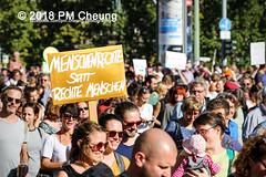 Demonstration: #unteilbar - Für eine offene und freie Gesellschaft – Solidarität statt Ausgrenzung! – 13.10.2018 – Berlin - IMG_8708 (PM Cheung) Tags: grosdemonstration seebrücke rassismus demo demonstration unteilbar berlin kundgebung rechtspopulismus polizei afd neonazis antifa dagegenhaltenblock berlinmitte rechtsruck unteilbarfüreineoffeneundfreiegesellschaft–solidaritätstattausgrenzung 13102018 pmcheung solidaritätsdemonstration amnestyinternational initiativeseebrücke seebrückeschafftsicherehäfen horstseehofer frontex chemnitz prochemnitz nazis alternativefürdeutschland csu mittelmeer missionlifeline refugees flüchtlingspolitik 2018 ypg kurden pomengcheung wwwpmcheungcom antirassistischedemonstration siegessäule protest protestaktion antifaschisten alexanderplatz facebookcompmcheungphotography flüchtlingsproteste flüchtlinge mengcheungpo lifeline refugeeswelcome b1310 antirademo asylgesetzverschärfung seenotrettung flüchtlingshilfe flüchtlingslager libyen koalitionsstreit grenzschutzagenturfrontex aufnahmelager euausengrenzen seawatch rettungsschiff flüchtlingsinitiativen seenotrettern seenothilfe deutschlandlagerland sosméditerranée