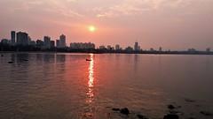 Sun rise in Mumbai (Satish Madivale) Tags: india mumbai marinedrive sun rise malbar hill