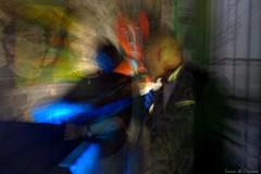 Vernissage avec des amis artistes à Toulon (Loran de Cevinne) Tags: lorandecevinne france flouartistique vernissage toulon blur galerie exposition expositionphotos expositionpeintures couventdescapucins pentax people personnages friends amis soirée jazz guitar guitare chanteur orchestre live concert artchimy