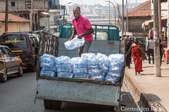 Thirsty work (10b travelling / Carsten ten Brink) Tags: 10btravelling 2017 africa african afrika afrique asante ashanti carstentenbrink ghana ghanaian goldcoast iptcbasic kumasi pet places westafrica loading man plasticbottle tenbrink truck water watersac working