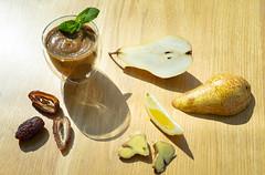Смузи груша с зеленью QJ4A0219 (info@oxumoron.com) Tags: десерт dessert имбирь ginger ingwer лемон lemon zitrone финики dates datteln
