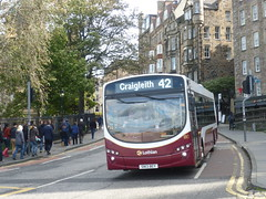 Lothian 180 at North Bank Street, Edinburgh. (calderwoodroy) Tags: eclipse2 wrightbus b7rle volvo sn13bey 180 service42 edinburghtransport transportforedinburgh lothianbuses singledecker bus northbankstreet oldtown edinburgh scotland