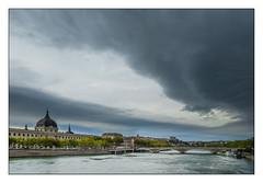 (Laetitia.p_lyon) Tags: fujifilmxt2 lyon grandhôteldieu nuage cloud orage storm stormcell celluleorageuse rhône fleuve river