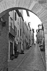 Montefalco gateway (@WineAlchemy1) Tags: montefalco blackwhite monochrome noiretblanc neroebianco corsogoffredomameli road gate porta