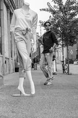 La pose mannequin (Nicojuli) Tags: noiretblanc monochrome mannequin personne ville rue