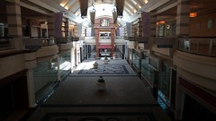 Cincinnati Mills 2018 - 24 (Doomie Grunt) Tags: dead mall shopping cincinnati mills superdead depressing empty vacant