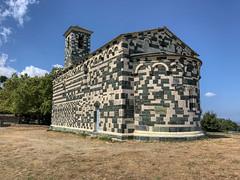L'arrière de l'église Saint-Michel de Murato (Pop626262 (Fort occupé)) Tags: freedom eglise saintmichel murato corse pierre bicolore iphone
